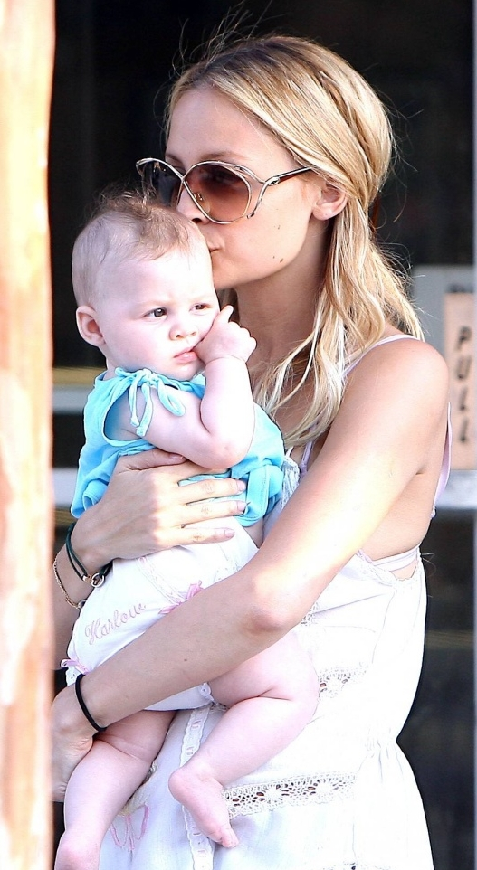 http://celebritynewsflash.files.wordpress.com/2008/06/nicharlow3.jpg
