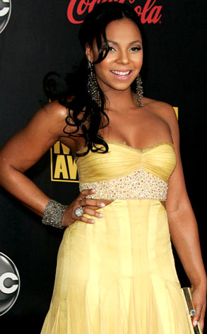ashanti exposes her private parts
