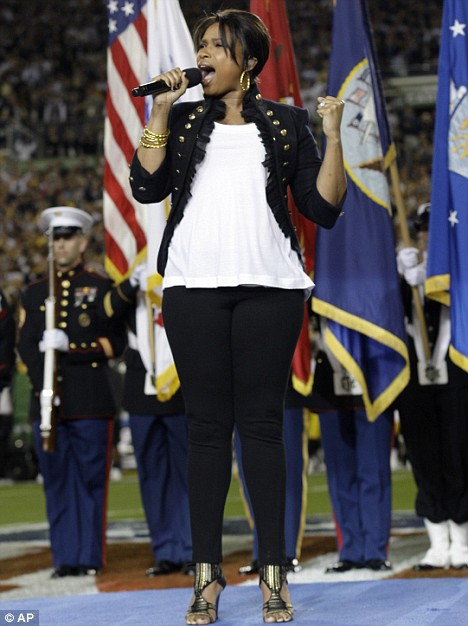 jennifer-hudson-performed-at-the-superbowl3